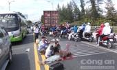 CLIP: Xe đi đám cưới tông container, 7 người thương vong