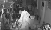 Clip: Kẻ trộm giả ma trốn camera an ninh