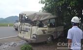 Xe đầu kéo tông xe khách, 13 người bị thương