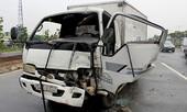 Tài xế kêu cứu trong cabin xe tải biến dạng