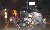Ô tô tông 6 xe máy trong đêm ở Bình Dương