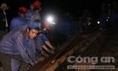 Nỗ lực suốt đêm phấn đấu thông tuyến đường sắt