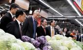 Thủ tướng Lý Hiển Long thích thú với nông sản Việt