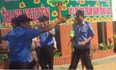 Nhóm thanh niên xông vào trường còng tay giám đốc, rút súng đe doạ giáo viên