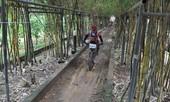 Người, xe lấm len bùn đất tham gia giải xe đạp địa hình nghiệp dư
