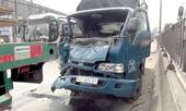 Tai nạn liên hoàn, tài xế kẹt trong cabin biến dạng