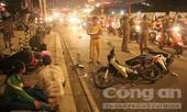 Ô tô tông hàng loạt xe máy ở Sài Gòn, nhiều người thương vong