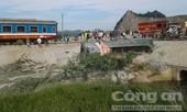 Điều xe cẩu từ Hà Nội, Nghệ An vào cứu hộ 8 toa tàu lật