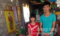 Rơi nước mắt cảnh hai anh em mồ côi không đủ tiền mua quan tài cho mẹ