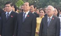 Đoàn Đại biểu Đại hội Đảng bộ TPHCM dâng hương tại Nghĩa trang Thành phố
