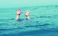 Tìm thân nhân người chết đuối trên sông Kênh Tẻ