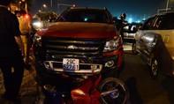 """Xe """"điên"""" tông hàng chục xe máy giữa ngã tư"""
