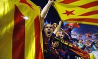 Barcelona bị phạt nặng vì các Cule