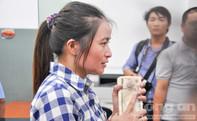 Chị Hồng 've chai' nghẹn ngào khi nhận được toàn bộ số tiền