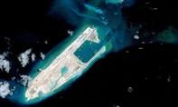 Trung Quốc nổi đóa sau vụ tàu Mỹ tuần tra gần đảo nhân tạo
