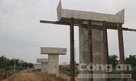 """Hình ảnh trên công trường cầu vượt lớn nhất ở """"rốn lũ"""" miền Trung"""
