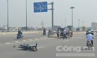 Ô tô 7 chỗ tông xe máy, hai người trọng thương