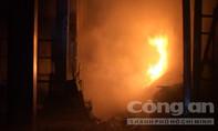Cháy nhà 3 tầng lúc rạng sáng, 4 người thoát chết