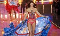 Nghẹt thở với phần trình diễn bikini của các thiên thần Victoria's Secret