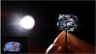 Tỷ phú mua viên kim cương 48 triệu USD tặng con gái 7 tuổi