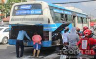 Lại cháy xe buýt, hàng chục hành khách hoảng loạn
