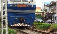 Tai nạn đường sắt, cắt lại toa xe để lấy thi thể người phụ nữ