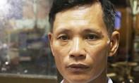 Bị truy nã, gã xe ôm vẫn làm giả giấy phép lái xe bán cho công nhân
