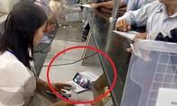 Vừa thu viện phí vừa xem phim, nhân viên bệnh viện Chợ Rẫy nhận kỷ luật