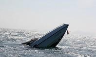 Một tàu cá của ngư dân bị tàu lạ đâm chìm