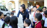Á hậu Lệ Hằng tặng quà thầy cô giáo nghèo nhân ngày 20/11