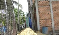 Nhà bị đập do chiếm lối đi, quản lý dùng xẻng đánh chết người