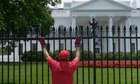 Nhà Trắng đóng cửa vì kẻ lạ xâm nhập