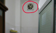 Bắt quả tang một giám đốc dùng điện thoại quay lén phụ nữ đang tắm