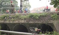 Người phụ nữ đi xe máy tử vong dưới mương nước bên quốc lộ