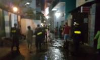 Hàng trăm cảnh sát đội mưa bao vây 'ổ ma tuý' ở quận Bình Thạnh