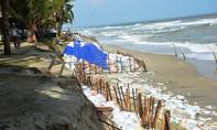 Quảng Nam: Hàng trăm mét bờ kè Cửa Đại bị sóng đánh sạt
