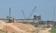Dự án đường cao tốc Đà Nẵng-Quảng Ngãi: Nguy cơ chậm tiến độ, thiếu vốn và bị kiện