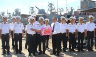 Chánh án TAND Tối cao tặng quà cho Lữ đoàn 172, Vùng 3 Hải quân