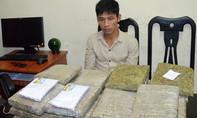 Nam thanh niên vận chuyển 30 bánh cần sa ra Hà Nội bán