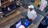 Clip thanh niên vờ mua váy cho bạn gái để trộm điện thoại