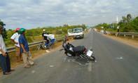 Xe máy hất văng xe lăn của người đàn bà bán vé số, 3 người bị thương