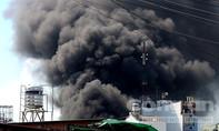 Cháy xưởng nhựa giữa trưa, 10 công nhân thoát nạn