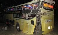 Hành khách la hét thất thanh khi xe giường nằm lao khỏi quốc lộ