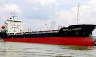 Một tàu chở dầu của Việt Nam bị giữ lại ở Singapore