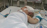 Bé trai bị dao đâm xuyên não có ổ nhiễm trùng trong não
