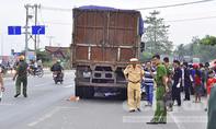 Hai chị em tử vong dưới gầm xe tải
