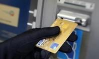 Lơ là quản lý thông tin thẻ ATM, dễ bị rút trộm tiền