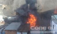 Clip: Cận cảnh vụ cháy 13 căn nhà giữa Sài Gòn