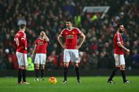 Van Gaal tiếp tục gây thất vọng, Man Utd văng khỏi top 4