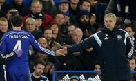 Hóa ra Fabregas là kẻ 'muôn mặt' đã đẩy Mourinho ra đường